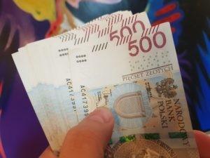 Płacenie pod stołem to codzienność wielu polskich pracowników